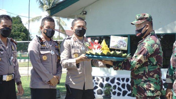 Ucapkan HUT ke-76 TNI Secara Langsung, Kapolres Melawi dan PJU Kunjungi Koramil dan Kompi