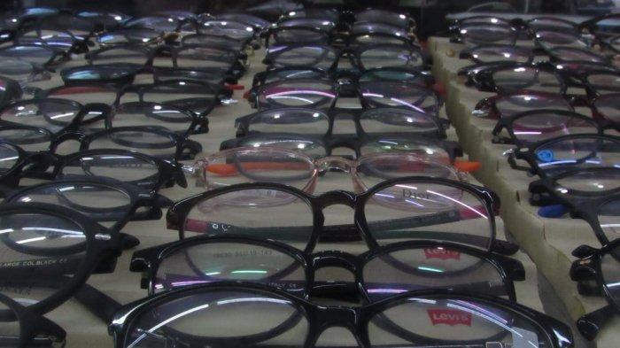 Tips Memilih Kacamata Sesuai Bentuk Wajah Anda