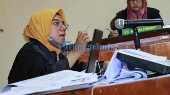 FOTO: Sidang Lanjutan Pemeriksaan Saksi dengan Terdakwa Suryadman Gidot - orangegidotsidang-1.jpg