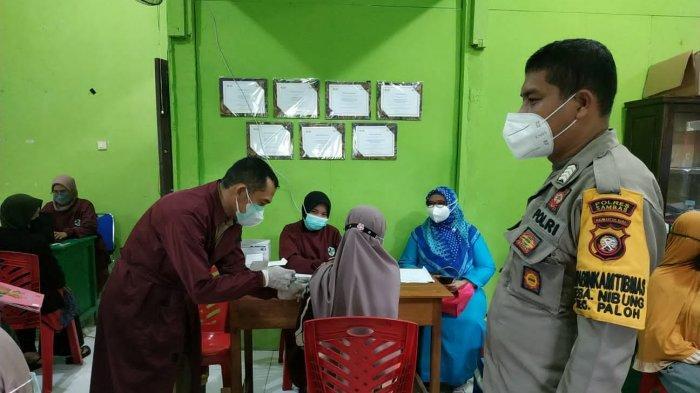 Polsek Paloh dan Polsek Pemangkat Jajaran Polres Sambas Berikan Vaksinasi Ibu Hamil