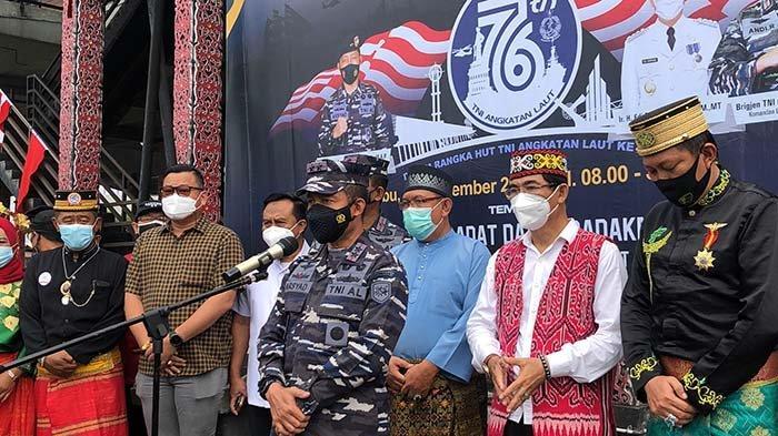Targetkan 2.300 Dosis Vaksin, Laksda TNI Arsyad AbdullahTinjauVaksinasi di Rumah Radank Pontianak.