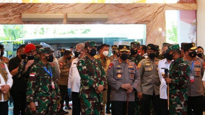 Panglima TNI dan Kapolri Tinjau Vaksinasi di Ayani Megamal dan SMAN 1 Pontianak