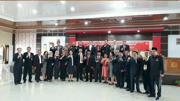 Delapan Prioritas Daerah Kabupaten Sanggau Tahun 2014-2019 - paolus-hadi-didampingi-wabup-sanggau-yohanes-ontot-saat-foto-bersama-rabu-2022019.jpg