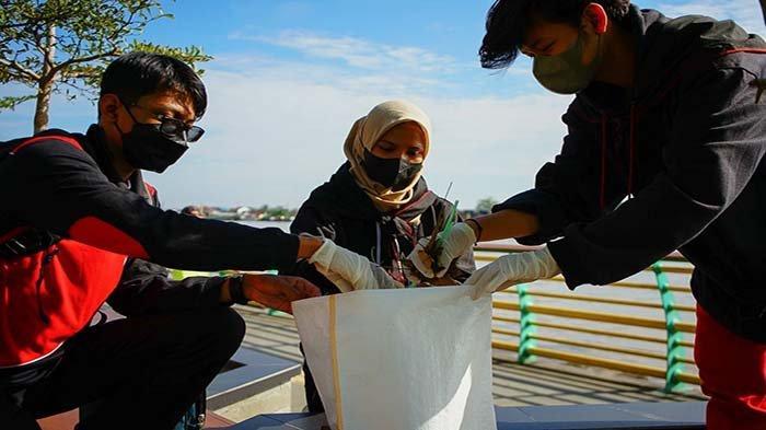 Peringati World Cleanup Day, Ratusan Relawan Gelar Aksi Pungut dan Pilah Sampah di Waterfront
