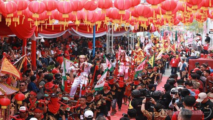 Turis Asing Tarpukau Saksikan Cap Go Meh, Atraksi 847 Tatung di Singkawang & Pawai Naga di Pontianak