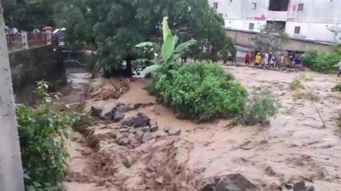 Kota Turis Parapat Diterjang Banjir Lumpur, Ephorus Robinson Butarbutar Angkat Bicara