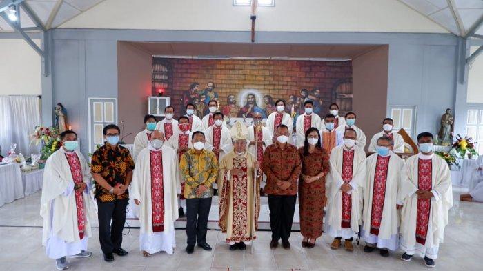 Mgr Agustinus Resmikan Paroki Santo Montfort Monterado Kabupaten Bengkayang