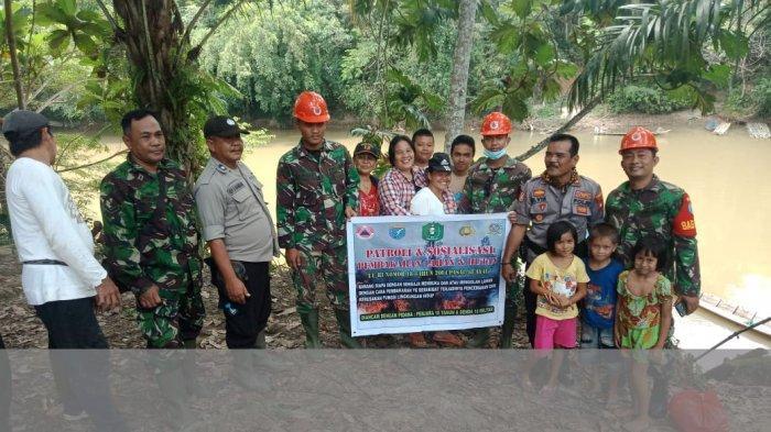 TNI dan Polri Patroli Karhutla di Desa Engkadik Pade