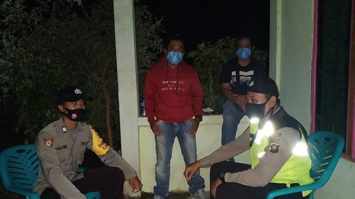 Polsek Monterado Polres Bengkayang Cegah Penyebaran Covid-19 dengan Patroli Malam