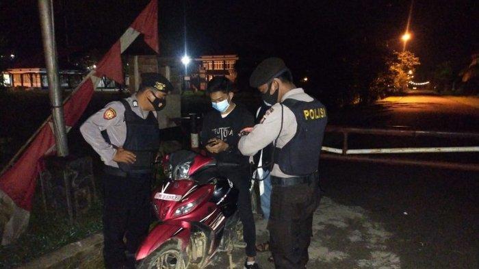 Personel Polres Sambas Lakukan Patroli pada Malam Hari di Sekitar Kota Sambas
