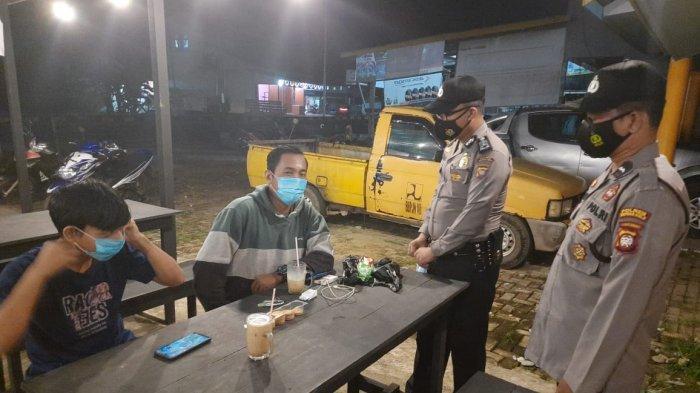 Rangkaian Kegiatan Personel Polsek Putussibau Selatan, Patroli Dialogis dan Hadiri Penyaluran BLT DD