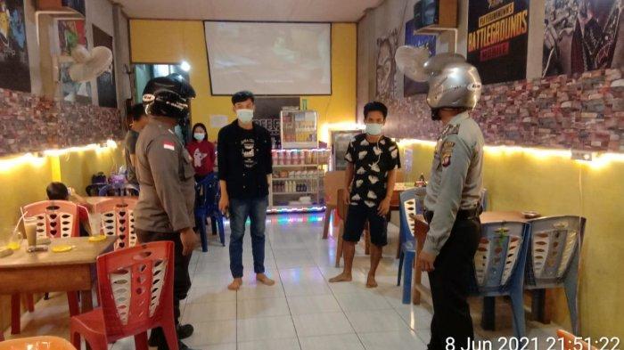 Personel Polsek Ledo Gelar Patroli Malam Demi Putus Rantai Penyebaran Covid-19