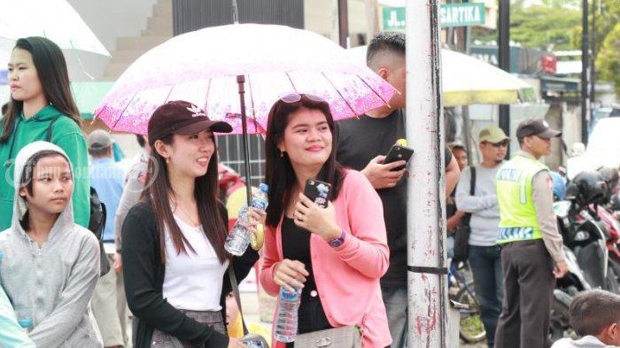 FOTO: Masyarakat Menyaksikan Pawai Naga Cap Go Meh Pontianak - pawai-naga-cap-go-meh-2571-pontianak-1.jpg