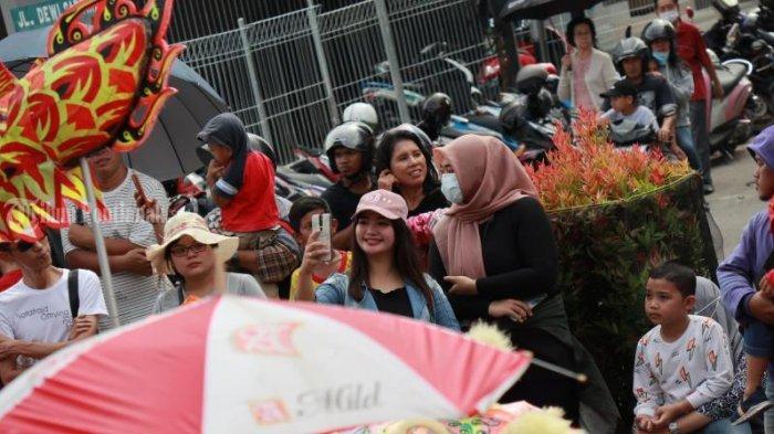 FOTO: Masyarakat Menyaksikan Pawai Naga Cap Go Meh Pontianak - pawai-naga-cap-go-meh-2571-pontianak-2.jpg