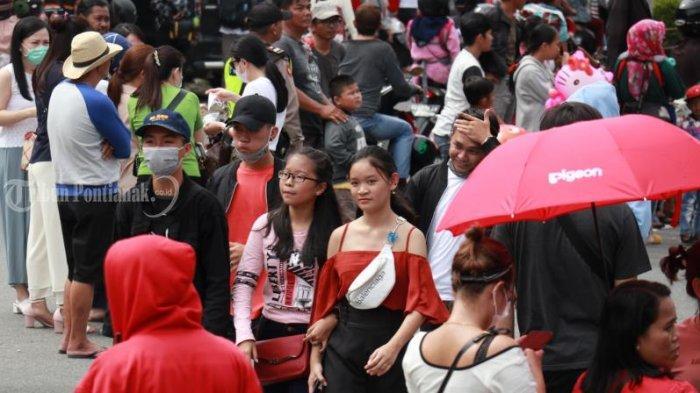 FOTO: Masyarakat Menyaksikan Pawai Naga Cap Go Meh Pontianak - pawai-naga-cap-go-meh-2571-pontianak-4.jpg