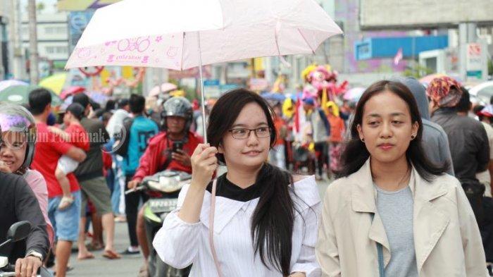 FOTO: Masyarakat Menyaksikan Pawai Naga Cap Go Meh Pontianak - pawai-naga-cap-go-meh-2571-pontianak-5.jpg