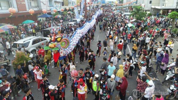 FOTO: Pawai Naga Pada Perayaan Cap Go Meh di Kota Pontianak - pawai-naga-memperingati-perayaan-cap-go-meh-6.jpg