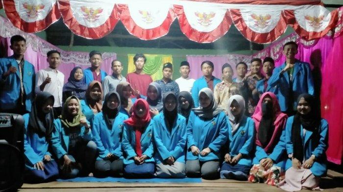 Suasana Haru Tutup Pekan Bakti Mahasiwa IAIN Pontianak di Dusun Tanjung Sosor