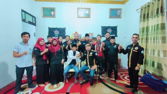 Pengurus Pemuda Dayak Kalbar dan Laskar Satuan keluarga Madura Kalbar Jalin Silaturahmi