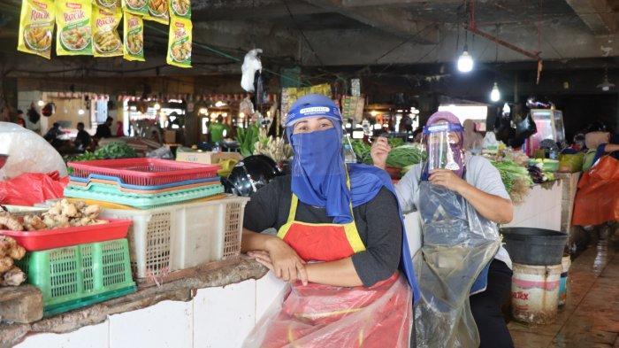 Pedagang Pasar Dahlia Terima 1000 Face Shield