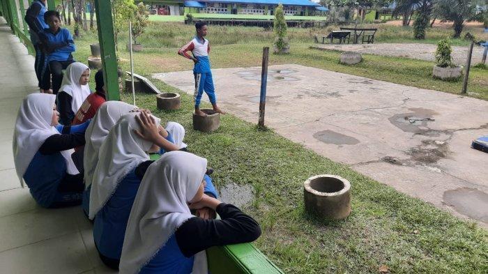 PETAKA Candaan Tarik Kursi Siswi SMPN 4 Sintang, Korban Sakit di Pinggul & Paha Hingga Dirawat di RS