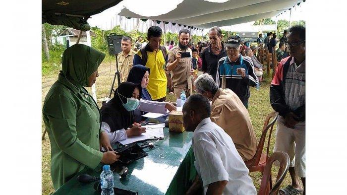 Satgas TMMD ke-106 Kodim 1202/Skw Gelar Pengobatan Massal di Desa Mekar Jaya