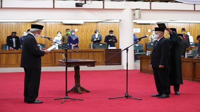 Rasmidi Diambil Sumpah Jadi Anggota DPRD Kalbar, Pimpinan DPRD Gelar Paripurna PAW - pelantikan-paw-anggota-dprd-dari-partai-demokrat-rasmidi-yang-menggantikan-masdar-1.jpg
