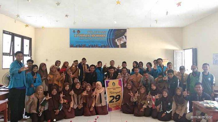 Mahasiswa IAIN Gelar Pelatihan Literasi Borneo Pada Pelajar