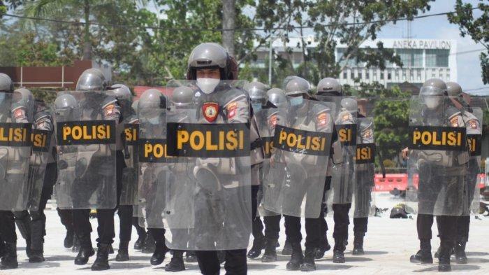 Personel Polresta Pontianak Kota Latihan Lengkap Menggunakan Tameng untuk Tingkatkan Kemampuan