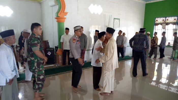 Pengurus Masjid Sirajuddin Lepas Jemaah Calon Haji dari Kecamatan Belitang