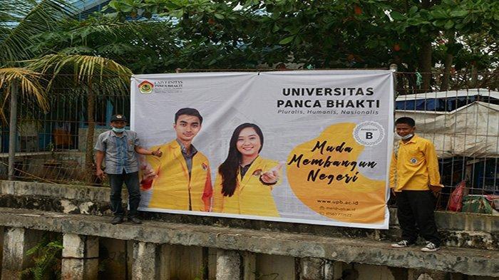 Tim PMB UPB Pontianak Pasang Banner di Tiga Sekolah Hingga Dermaga di Kubu Raya