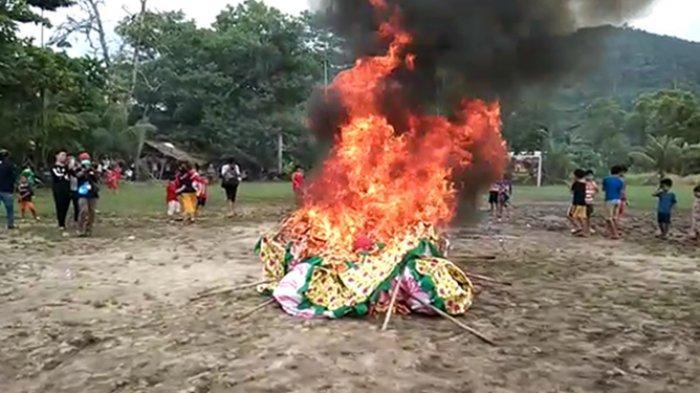 Tutup Rangkaian Cap Go Meh, Tiga Replika Naga Singkawang Dibakar