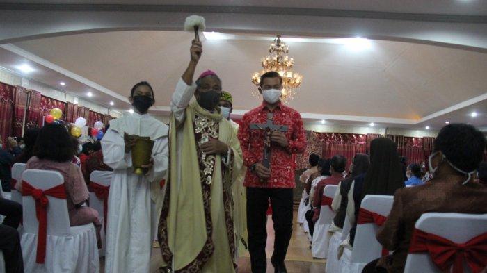 Uskup Agung Pontianak Berkati Rumdin Bupati Kapuas Hulu, Ingatkan Bupati Milik Semua Orang