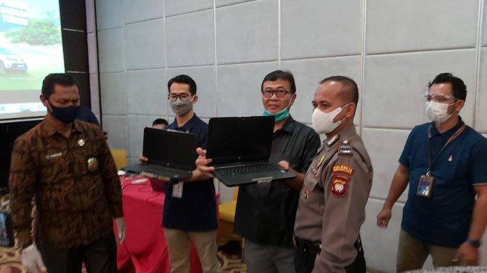 Panen Hadiah Simpedes 2021, Apresiasi BRI untuk Nasabah Simpedes - pembukaan-segel-laptop-sistem-undian-panen-hadiah-simpedes.jpg