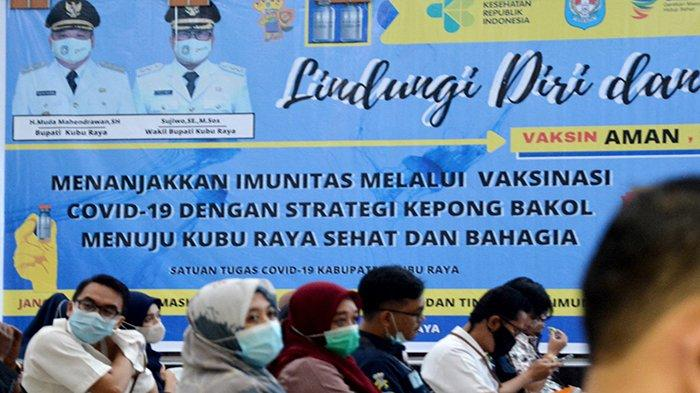 Pemerintah Kabupaten Kubu Raya saat menggelar vaksinasi Covid-19 secara massal di Kantor Bupati Kubu Raya, yang berlangsung selama tiga hari mulai dari 2 Maret 2021 hingga 4 Maret 2021.
