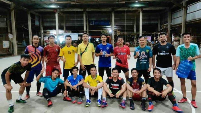 Pererat Silaturahmi Sesama Anak Rantau Melalui Olahraga Futsal Bersama Sambas Squad
