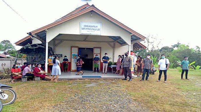 Polsek Ledo Berikan Pengamanan Ibadah Minggu Palma