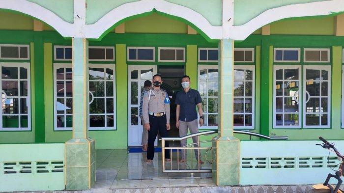 Personel Polsek Ledo secara rutin menerjunkan anggotanya untuk melakukan pengamanan di sejumlah Mesjid yang berada di Kecamatan Ledo, Jumat 18 Juni 2021