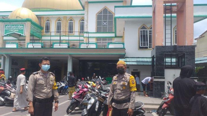 Beri Rasa Aman Kepada Jamaah, Personel Polresta Pontianak Kota Lakukan Pengamanan di Tempat Ibadah