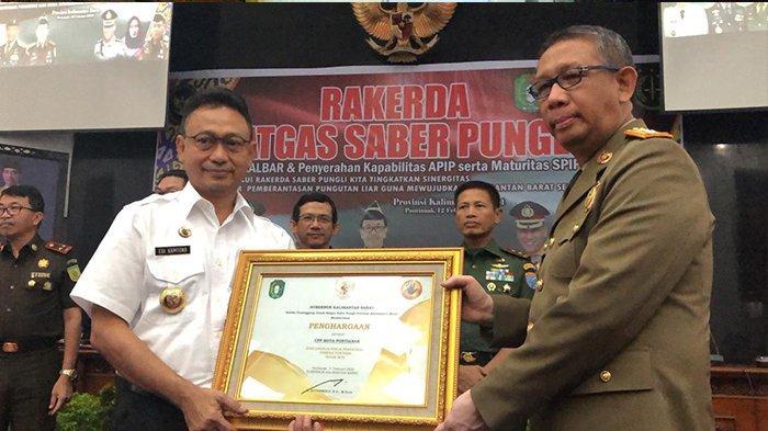 Pemerintah Kota Pontianak Raih Penghargaan Tim Kelompok Kerja Saber Pungli