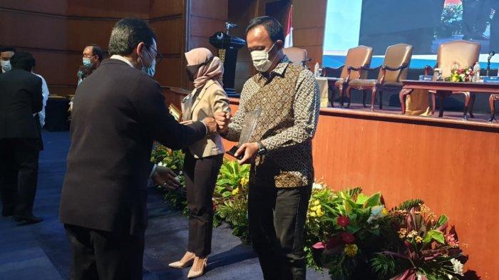UBSI Raih Penghargaan Sebagai Perguruan Tinggi dengan Pengabdian Masyarakat Terproduktif