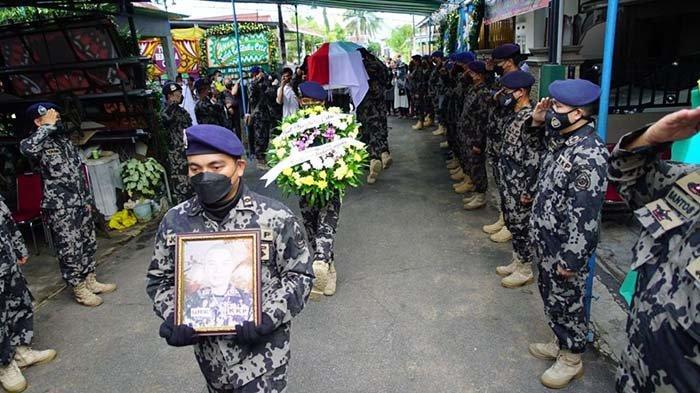 Perwira Kapal Pengawas Meninggal Saat Bertugas, KKP Laksanakan Upacara Pemakaman di Pontianak