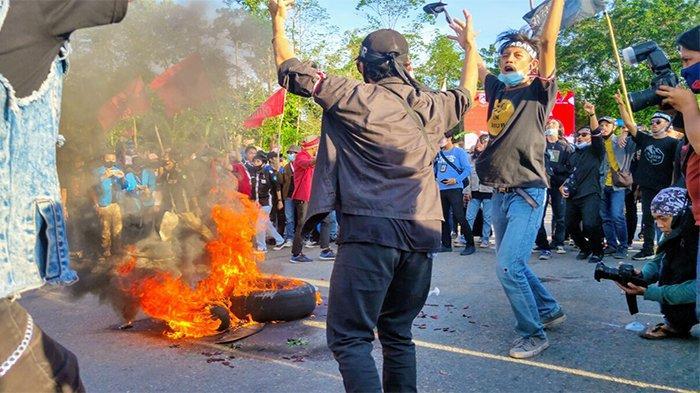 Aksi Demo Tolak Omnibus Law Kembali Terjadi, Saat Ini Ratusan Mahasiswa Berorasi di Bundaran Untan