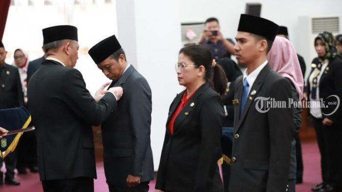 FOTO: Penyematan Tanda Kehormatan Satya Lancana Karya Satyaoleh Gubernur Kalbar Sutarmidji - penyematan1.jpg
