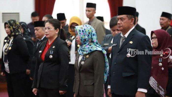 FOTO: Penyematan Tanda Kehormatan Satya Lancana Karya Satyaoleh Gubernur Kalbar Sutarmidji - penyematan3.jpg
