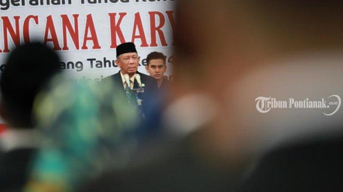 FOTO: Penyematan Tanda Kehormatan Satya Lancana Karya Satyaoleh Gubernur Kalbar Sutarmidji - penyematan4.jpg