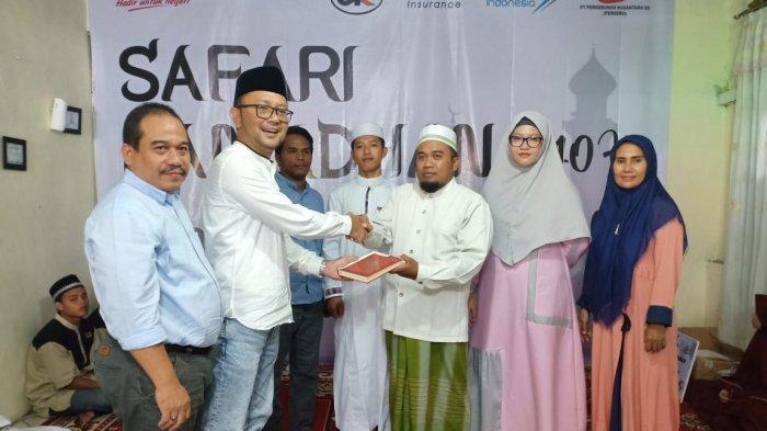Dukung Safari Ramadan BUMN, Askrindo berbagi 1000 Al-Qur'an di Pontianak - penyerahan-1000-al-quran-kepada-pihak-panti-secara-simbolis.jpg