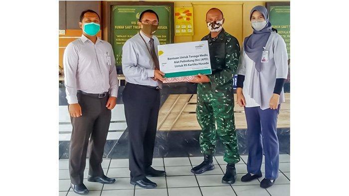 Mandiri Syariah Area Pontianak Serahkan 10 APD pada Kepala RS Tingkat II Kartika Husada Dr Noerjanto