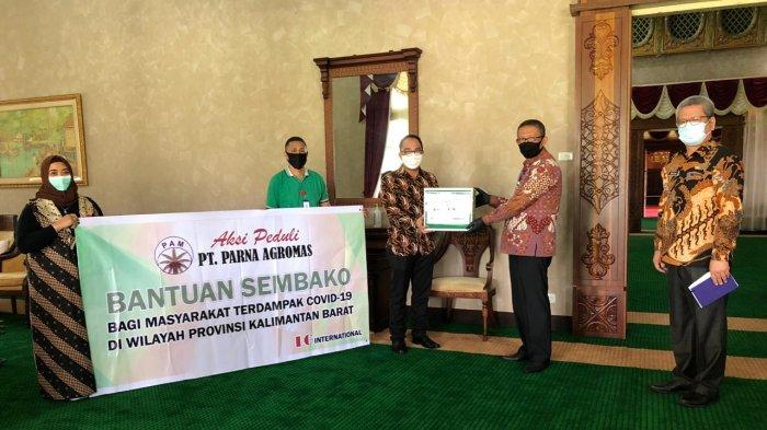 PT Parna Agromas (PAM) Kalbar Serahkan Bantuan 375 Paket Sembako kepada Pemprov Kalbar