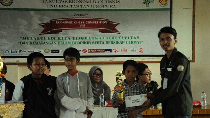 Lutfi Juara Catur ECC Kategori SD